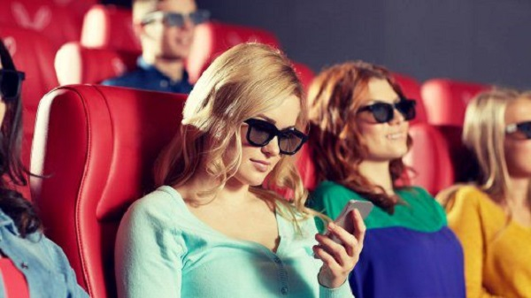 Chattare al cinema, arrivano le sale text friendly