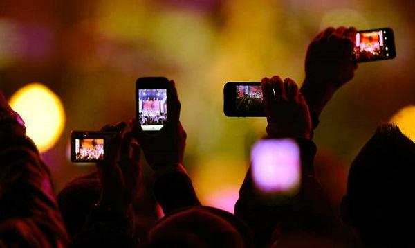 Apple, stop a foto o video con iPhone ai concerti