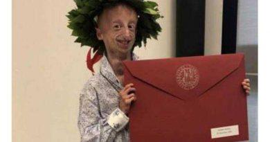 Progenia Sammy Basso laureato in Scienze con 110 e lode