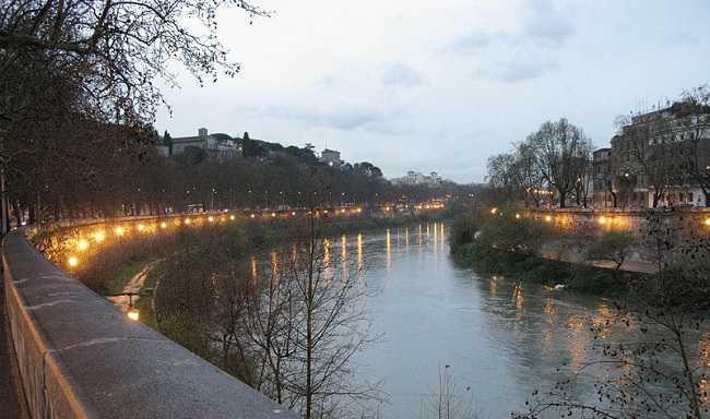 Roma chiuso urgenza il Ponte della Scafa sul Tevere