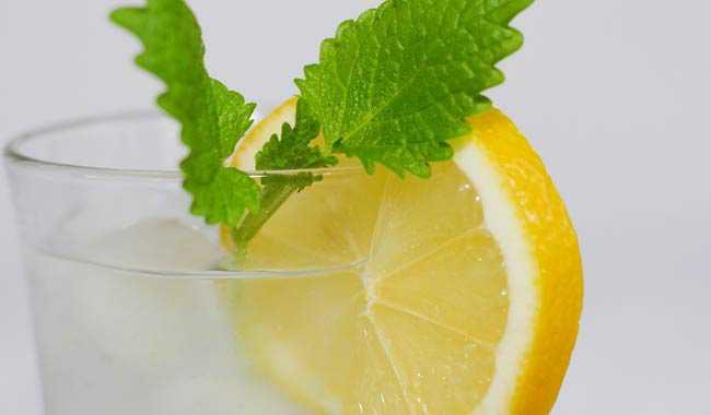 Dieta con acqua e limone per perdere 2 chili in 4 giorni