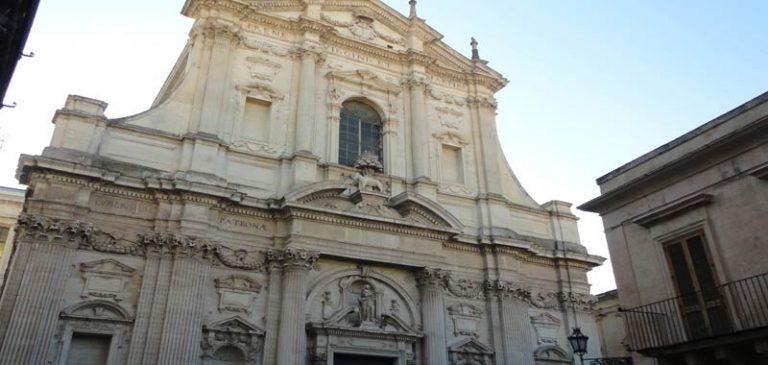 Lecce, uomo ucciso e bruciato dal figlio
