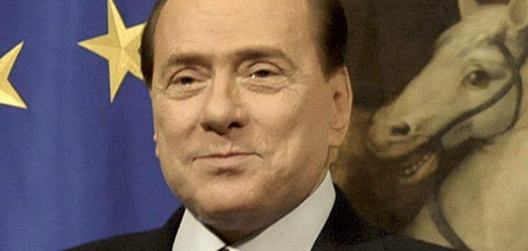 Silvio Berlusconi è stato dimesso e riprende la campagna elettorale