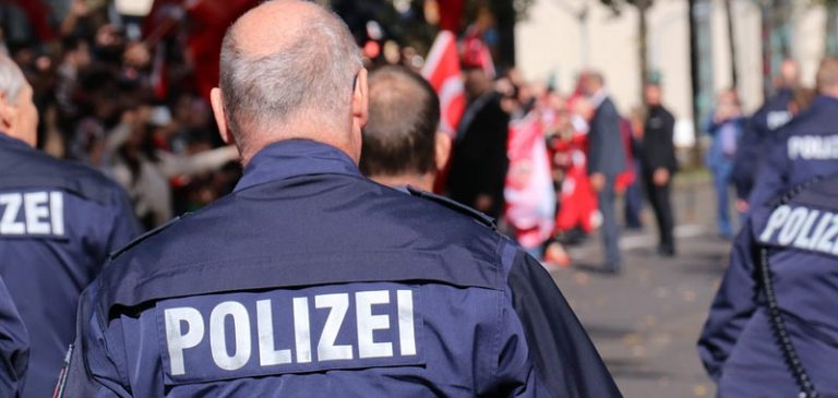 Germania, attentatore cerca di fare strage di ebrei in una sinagoga