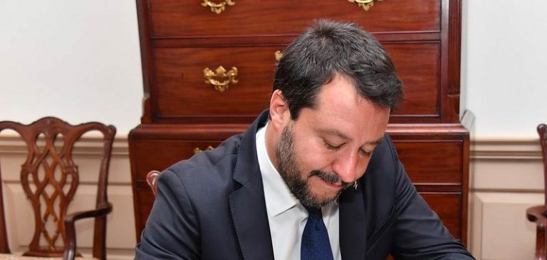 Matteo Salvini stavolta inciampa sull'aborto