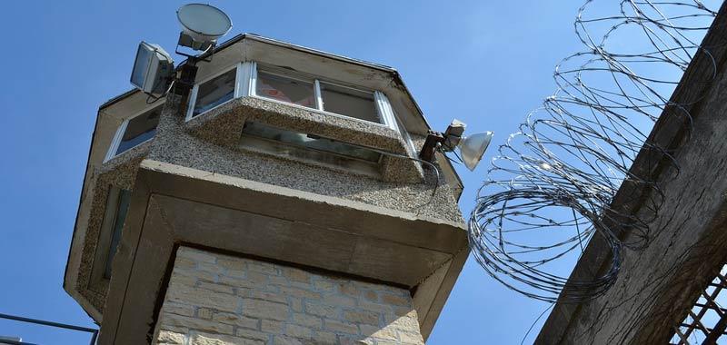 Detenuti si ribellano alle nuove regole per i colloqui