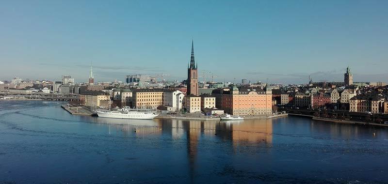 La Svezia cedera alla quarantena