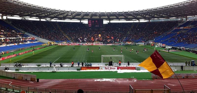 Roma calciatori rinunciano agli stipendi per pagare i dipendenti