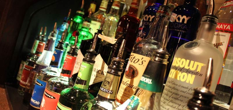 De Luca stop alle 22 per la vendita di alcolici da asporto
