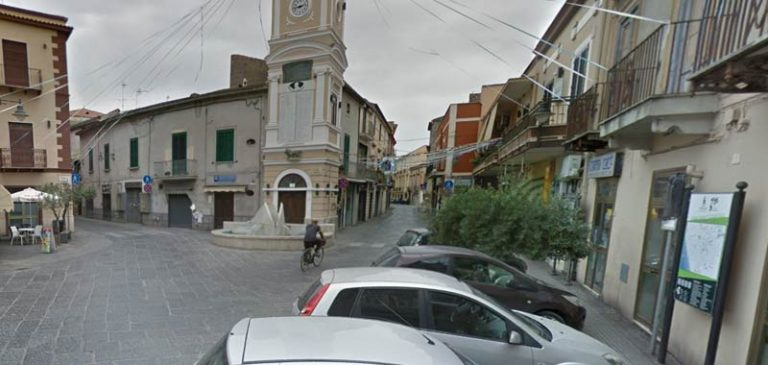 Mondragone, tensione con i bulgari positivi al Covid
