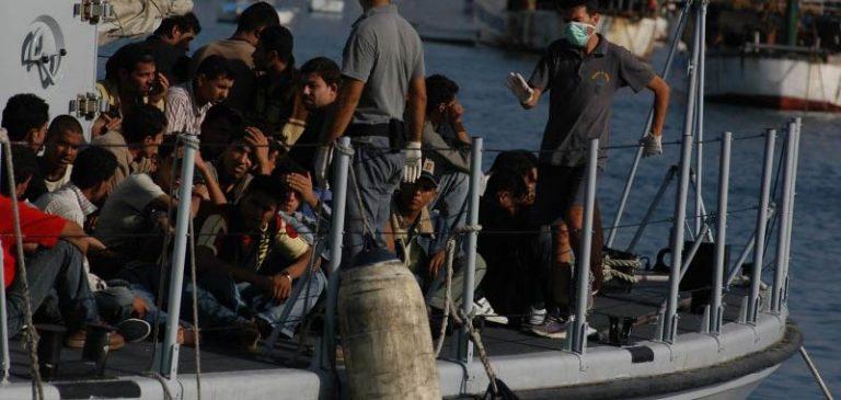 A Lampedusa continuano gli sbarchi