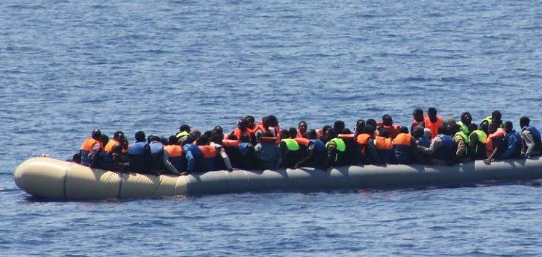 Ocean Viking, i 180 migranti andranno in quarantena sulla Moby Zazà