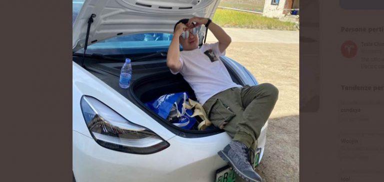 Tesla model 3 portata fino ad un campo base dell'Everest
