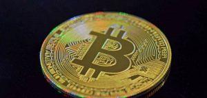 Bitcoin si stabilizza sui 18mila dollari