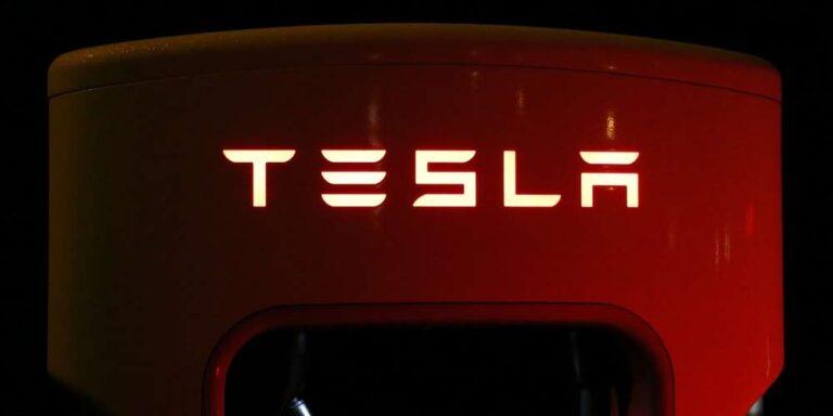 Elon Musk rivela: La Apple si è rifiutata di comprare Tesla