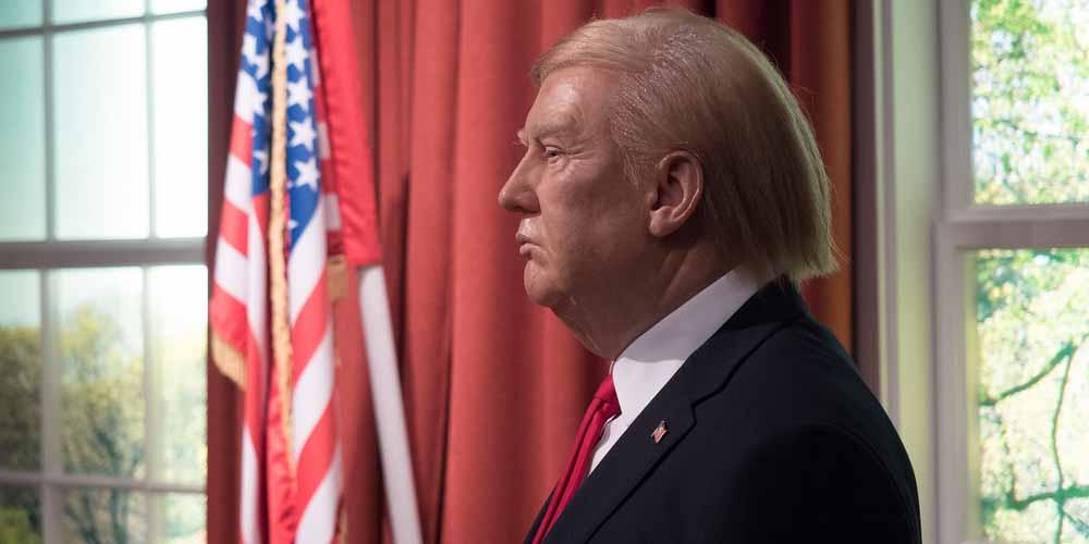 Donald Trump Rimossa statua di cera la prendevano a pugni