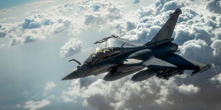 Egitto e Francia firmano un accordo per 30 aerei militari