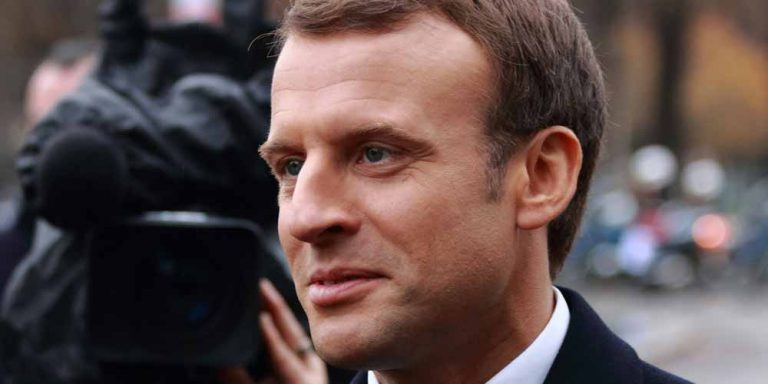 Schiaffo a Macron: L'autore dovrà comparire davanti al giudice